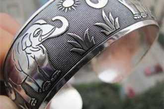 Таинственная и загадочная Луна в тату — что она обозначает