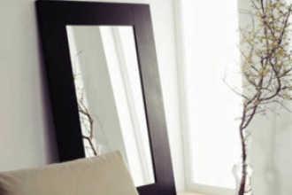 Можно ли вешать зеркало напротив окна по фен шуй