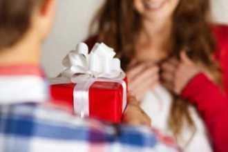Беспроигрышные варианты подарков для жены на Новый год