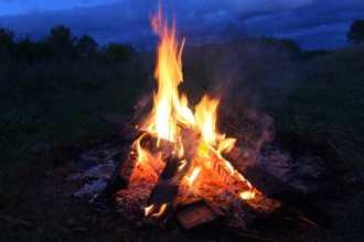 Приснился огонь — как правильно толковать по сонникам