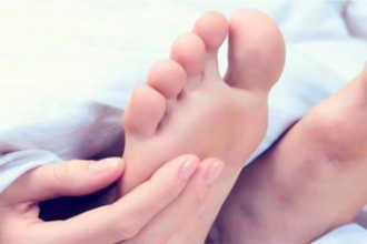 К чему чешется правая нога